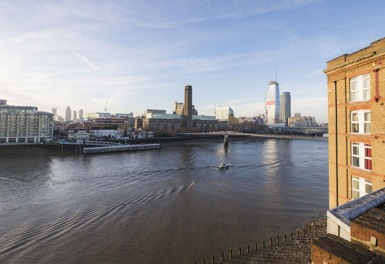 Sublime 1 bed flat with Thames view, London
