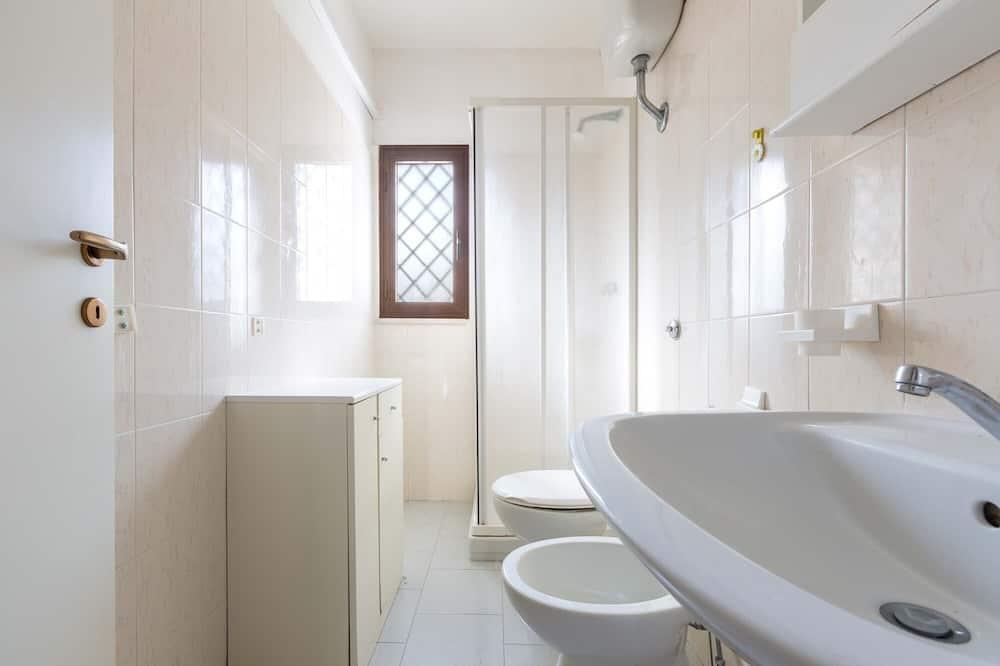 Апартаменты базового типа, 2 спальни - Ванная комната
