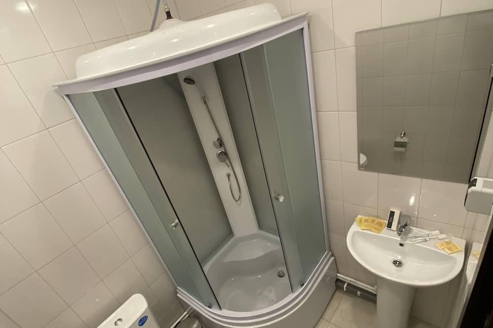 Perushuone kahdelle, 1 keskisuuri parisänky ja vuodesohva - Kylpyhuone