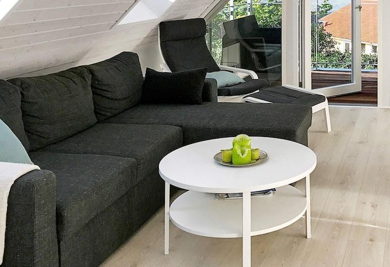 4 Star Holiday Home in Silkeborg, سيلكبورج, غرفة معيشة
