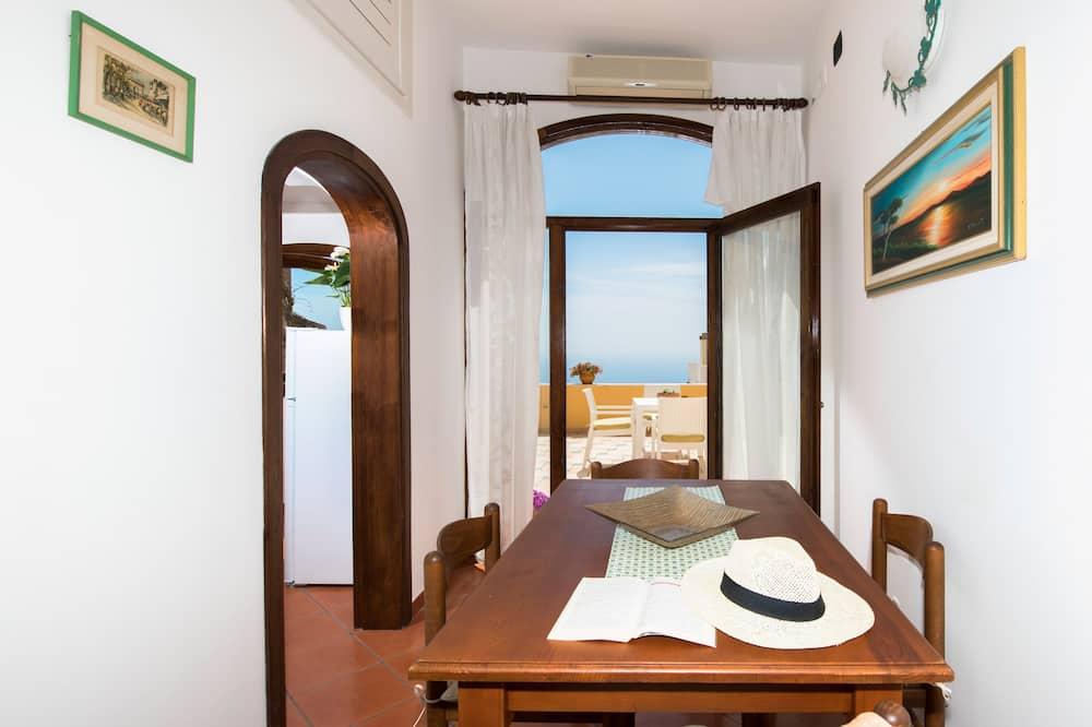 דירה משפחתית, 2 חדרי שינה - אזור אוכל בחדר