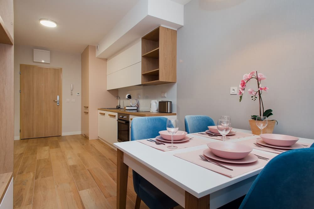 Business Studio (2) - In-Room Dining