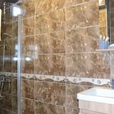 Junior Cift Kisilik Oda, Avlu Manzaralı - Banyo