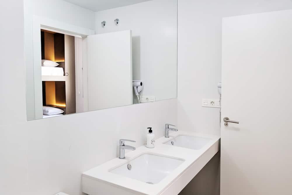 Room, Berbilang Katil - Bilik mandi