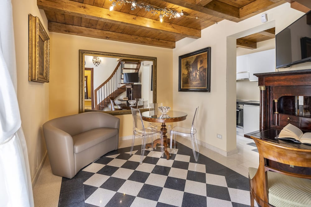 Deluxe Apartment, 2 Bedrooms (Eolo) - Living Area