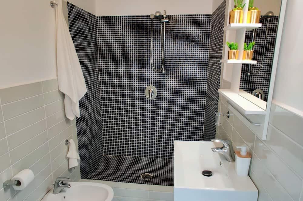 Design Apartment, 2 Bedrooms - Bilik mandi