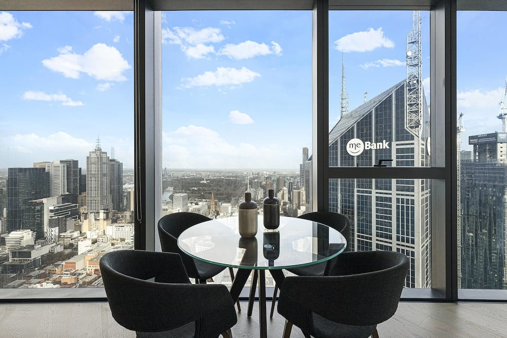 Spectacular High Life City Living + Free Parking