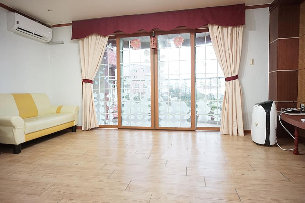 Family Condo, 2 Bedrooms - Ruang Tamu