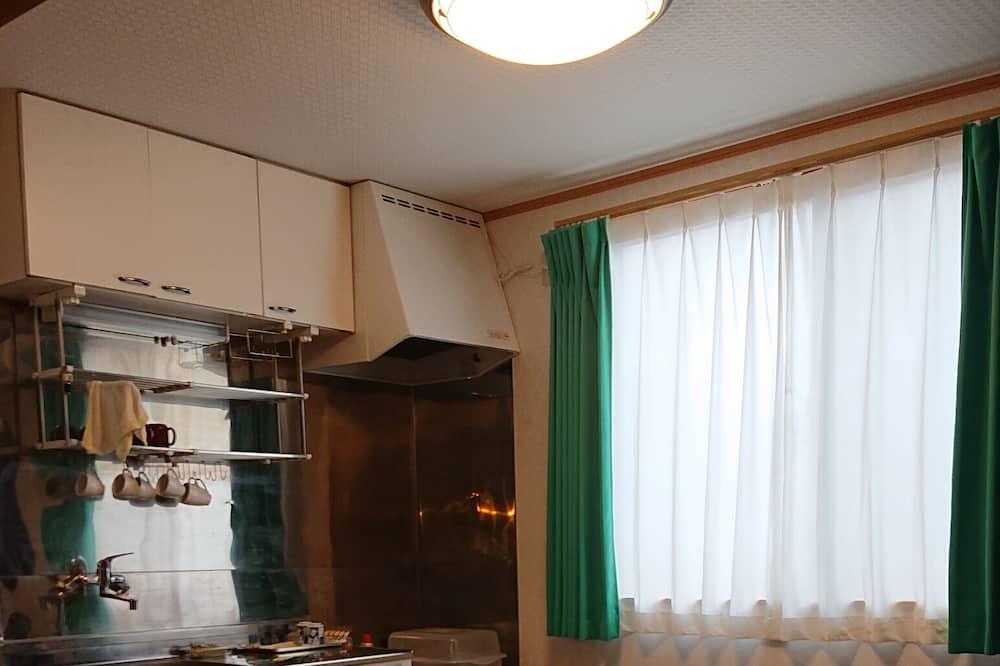 Værelse til 4 personer - fælles badeværelse (with Private Kitchen) - Værelse