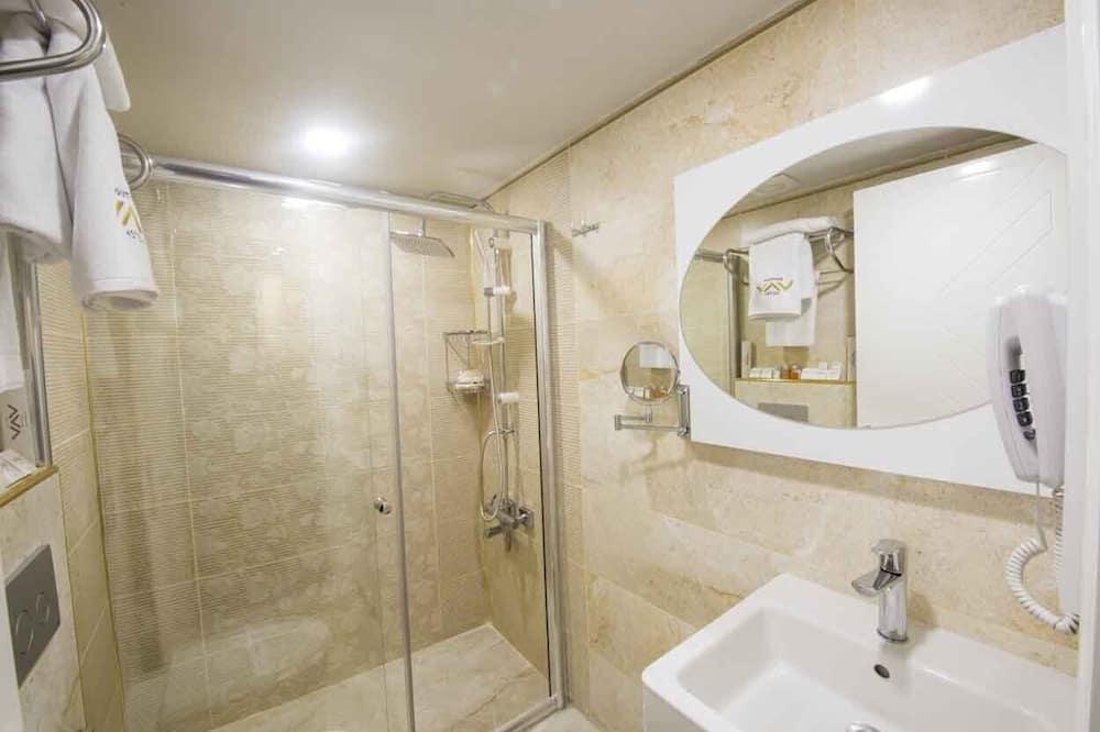 Luxury-Zimmer - Dusche im Bad