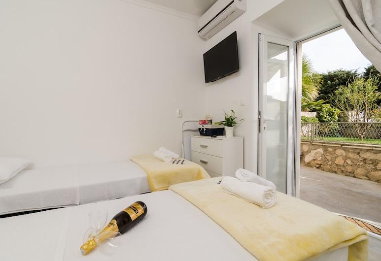 Apartments Kapelica, Dubrovnik, Quarto casal (Twin or Double Room with Terrace), Quarto