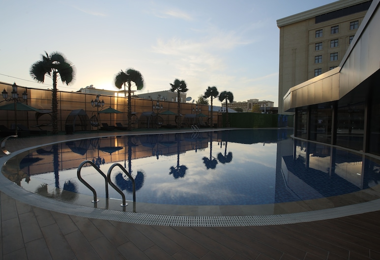 Sahid Zarafshon Hotel, بخارى, حمّام سباحة خارجي