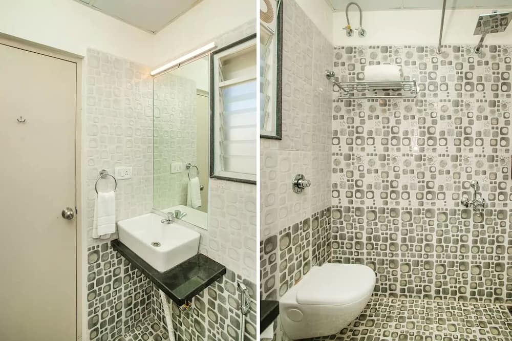 Classic Double or Twin Room - Bathroom Shower