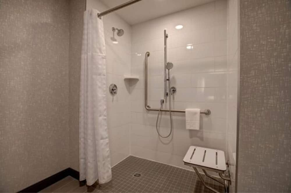 Room, 1 King Bed, Accessible, Bathtub (Mobility & Hearing) - Bathroom