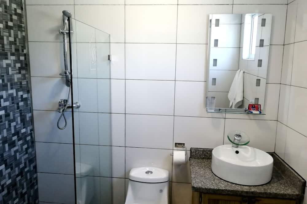 Basic-Zimmer, 1 Queen-Bett - Badezimmer
