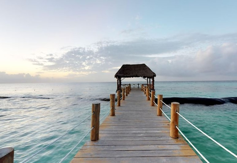 Epic Travelers at the Fives Ocean Front All Inclusive by Go Travel Club, Puerto Morelos, Pláž