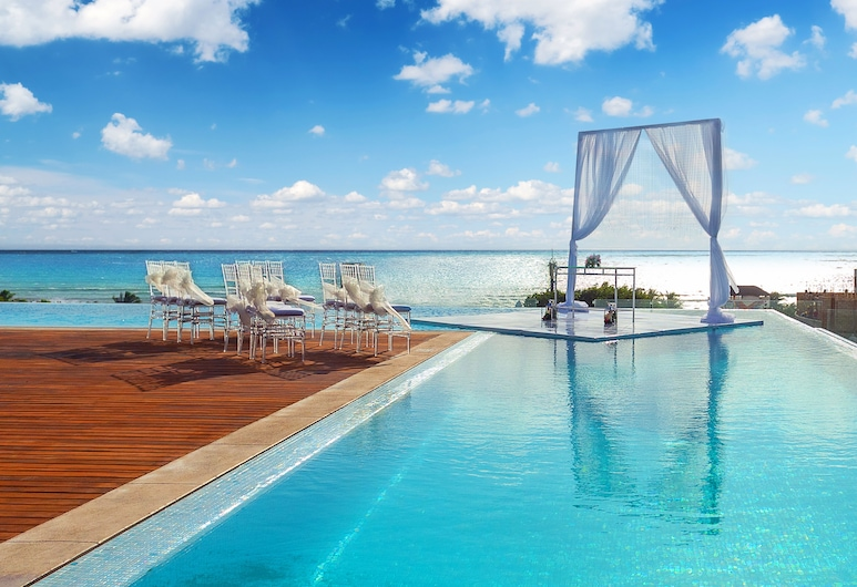 Epic Travelers Downtown - Playa del Carmen by Go Travel Club, Playa del Carmen, Infinity Pool