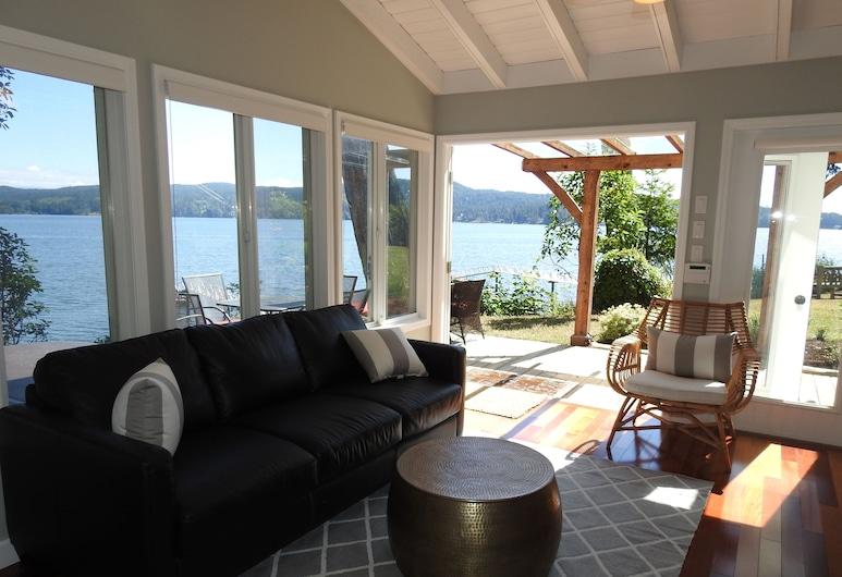 Ocean Front Cottage in Sooke on Vancouver Island Kayaking Hot Tub, Sooke, Sala de Estar