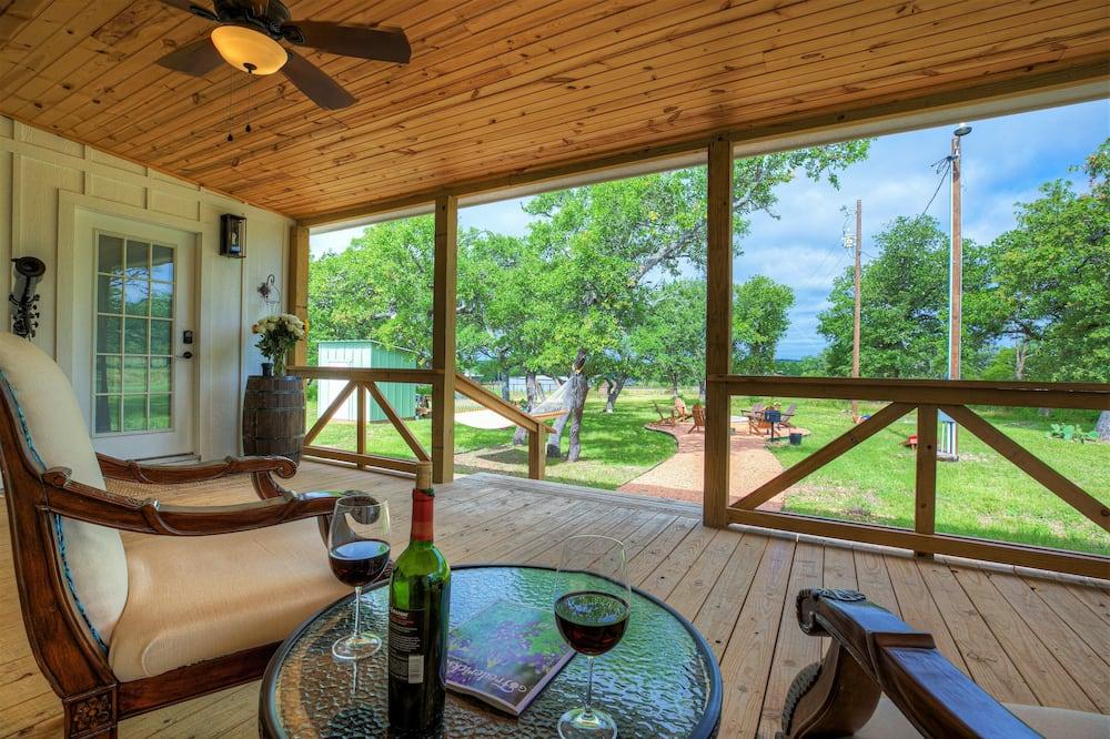 บ้านพัก (Luxurious Cottage on 3-Acre's in Fred) - ระเบียง