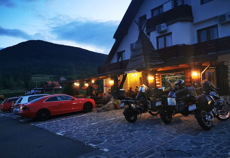 OLD SHATTERHAND, Rakovica, Façade de l'hôtel - Soir/Nuit