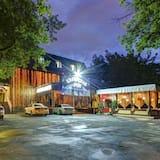 Kapriz Hotel