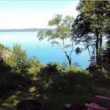 Periwinkle Cottage, Campobello Island ON THE Ocean With Screened IN Porch!!!