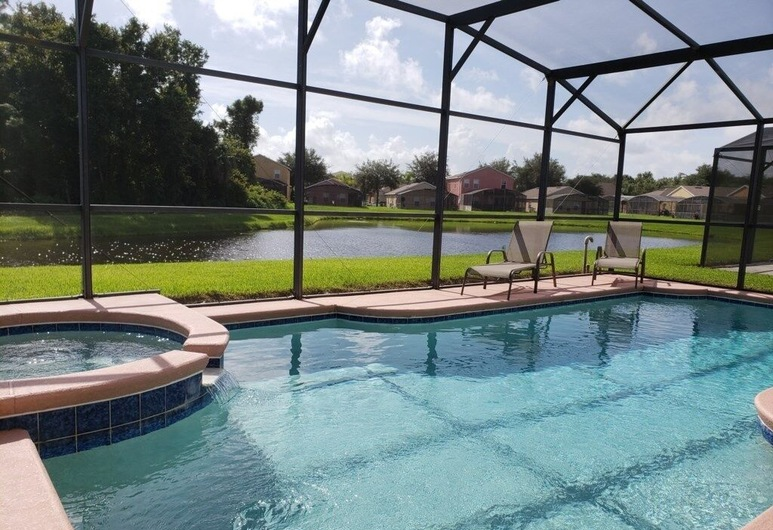 Ariel's By The Lake Gorgeous Private Pool Area 5 Bedroom Home, Davenport