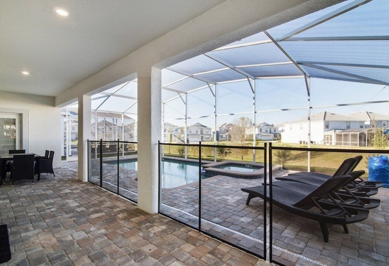 New Listing! Upgraded Pool Champions Gate! 6 Bedroom Home, Davenport, House, 6 Bedrooms