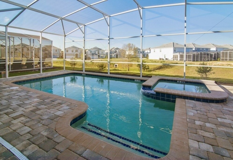 New Listing! Upgraded Pool Champions Gate! 6 Bedroom Home, Davenport