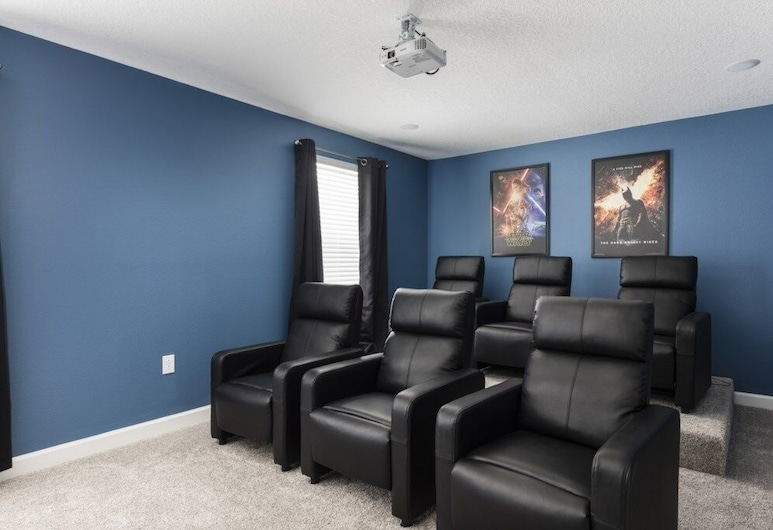 South Facing Pool Spa Theater Room! 8 Bedroom Home, دافينبورت