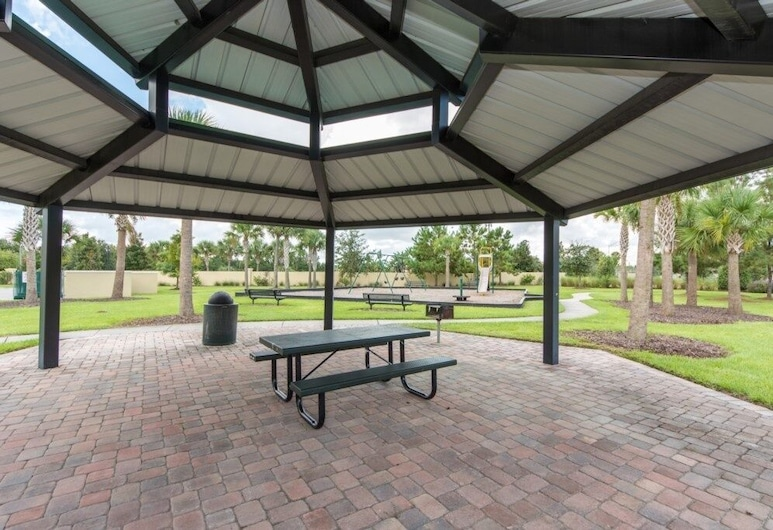 Townhome 10 Min To Disney With Hot Tub! 4 Bedroom Townhouse, Kissimmee, Maison mitoyenne, 4 chambres, Enceinte de l'établissement