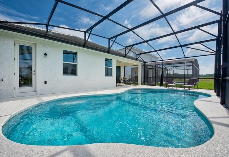 4-bedroom House w/ Private Pool - Great Location Home, Kissimmee