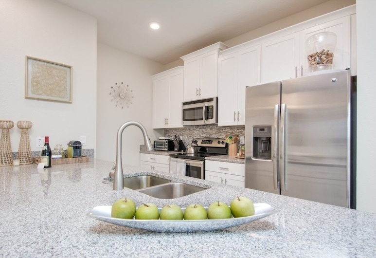 Brand New At Storey Lake Free Bbq 5 Bedroom Townhouse, Kissimmee