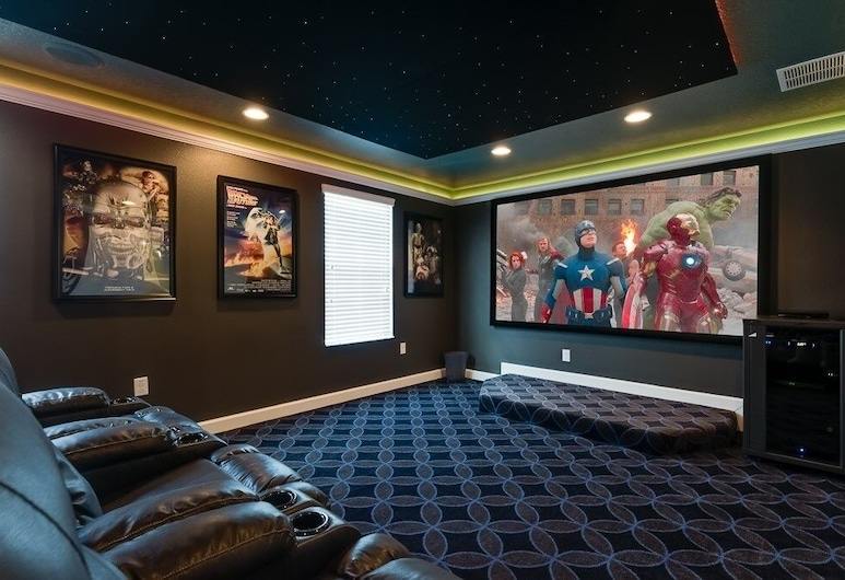 Luxury Movie Theater Room, Pool Spa & Game Room! 8 Bedroom Home, Девенпорт