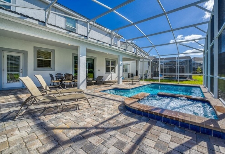 8 Bedroomswith Game Room, Best Location Home, Davenport