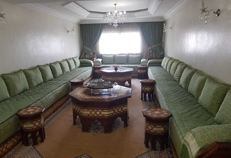 Furnished Apartment in the City Center and Close to the sea, Casablanca, Living Room
