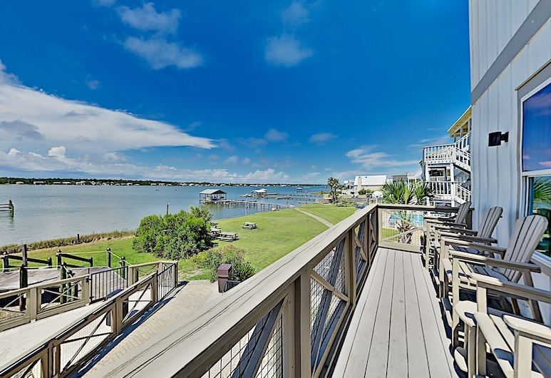 All-suite Laguna Paradise W/ Pool, Dock & Pier 2 Bedroom Townhouse, Gulf Shores