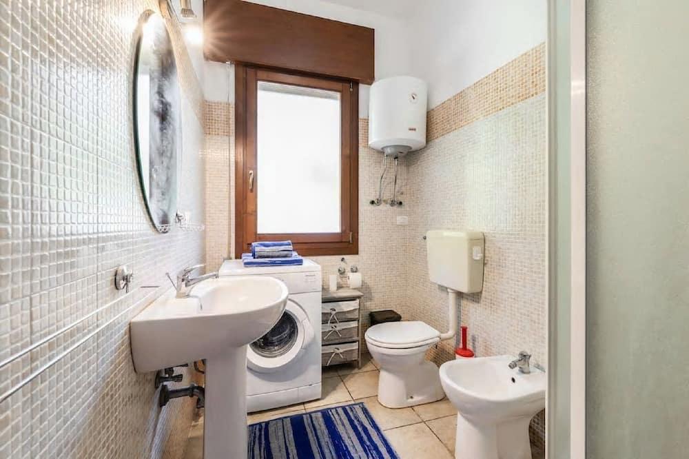 Apartment, Private Bathroom, Park View - Bathroom