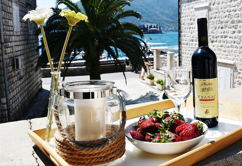 Fab 3 Sea Facing Studio With a Large Private Terrace With Free Wifi, Perast, Balkon