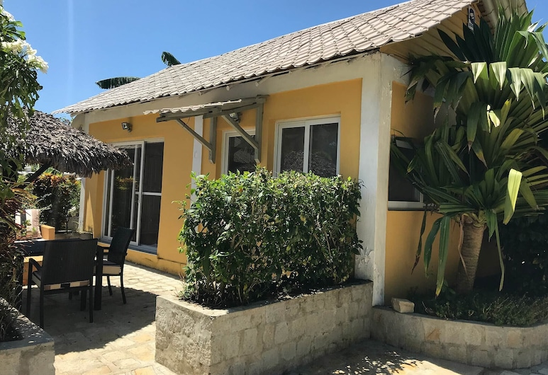 Wonderful Poolside Bungalow Perfect for 2 People, Nosy Be