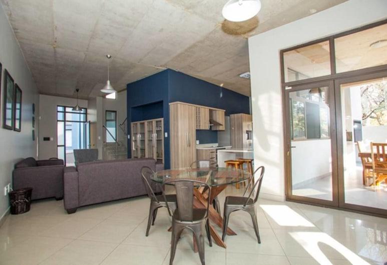 Helio Place, Windhoek