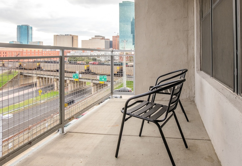 Vibrant Downtown Apartment by Frontdesk, Fort Worth