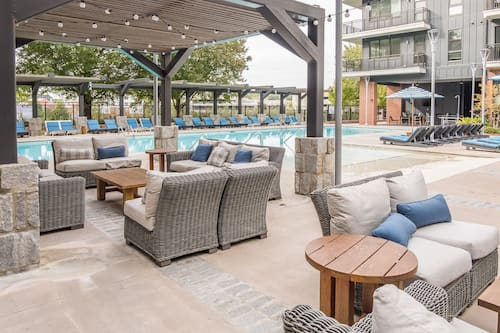 Book Atlantic Station 1 Br Apt With Pool By Frontdesk In Atlanta Hotels Com