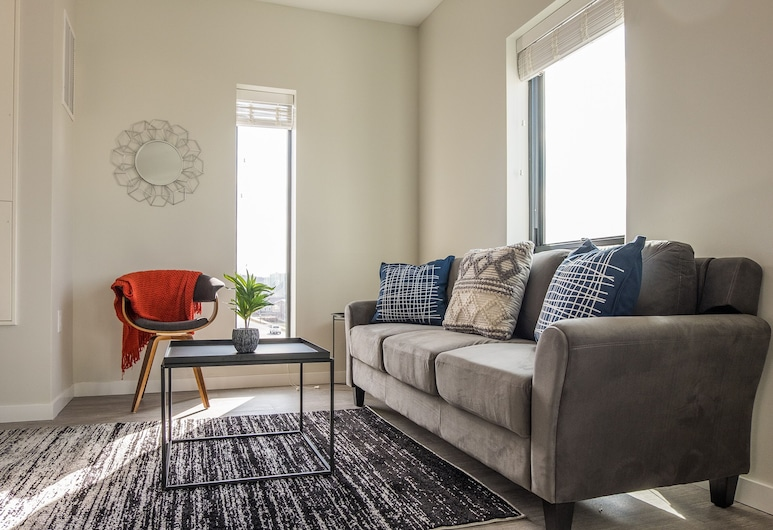 Spacious Apartments by Frontdesk, Des Moines