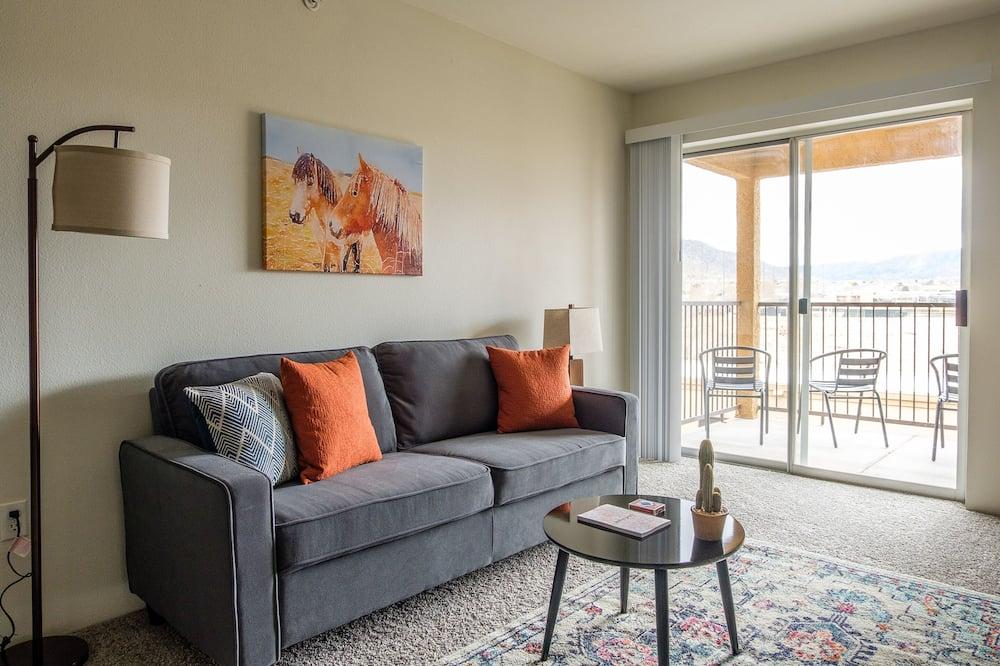City Διαμέρισμα, 2 Υπνοδωμάτια, Μπαλκόνι, Θέα στο Βουνό - Καθιστικό