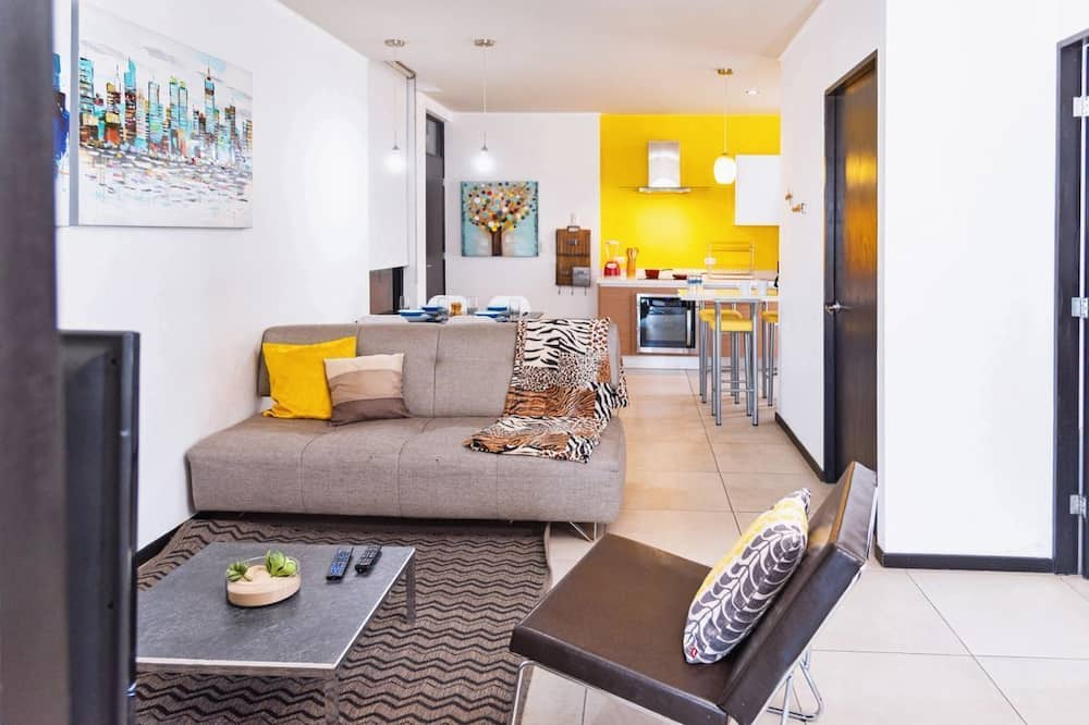Save, pretty apt. W/playground, in Monterrey's Center, 3 room, 1KSB, 2 SB, 2BTH. By Mty Living. S2 702