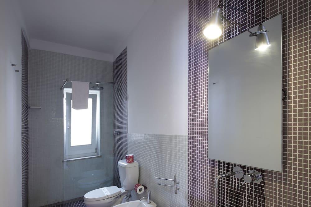 Номер «Комфорт» (1 двоспальне або 2 односпальних ліжка), з балконом, з видом на місто - Ванна кімната