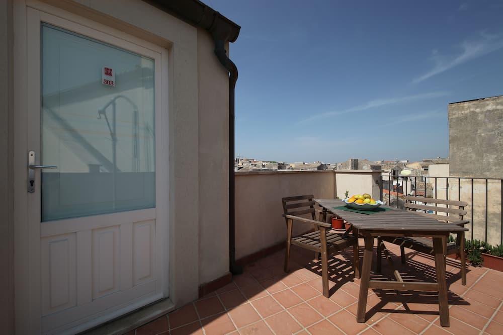 Номер «Комфорт» (1 двоспальне або 2 односпальних ліжка), з балконом, з видом на місто - Тераса/внутрішній дворик