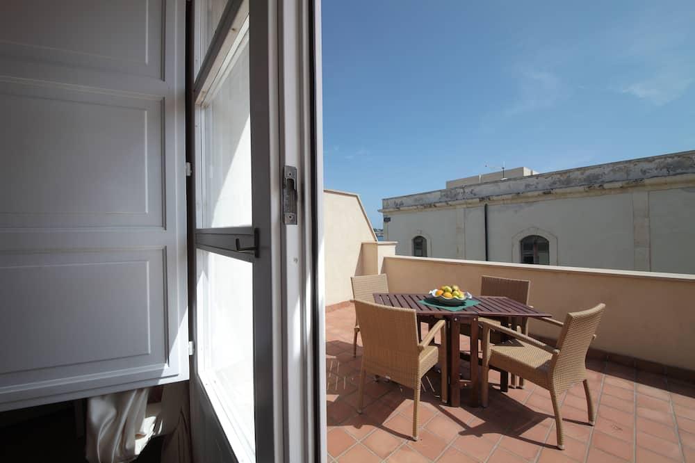 Номер «Комфорт» (1 двоспальне або 2 односпальних ліжка), з балконом, з видом на місто - Балкон
