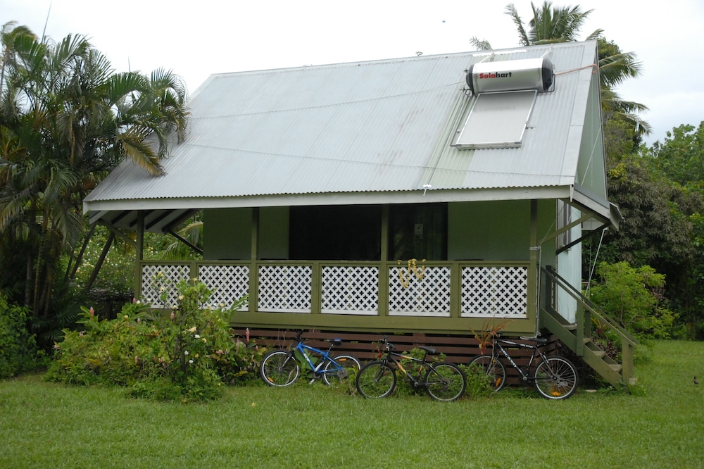 Ginas Garden Lodges, Aitutaki - 4 Self Contained Lodges in a Beautiful Garden